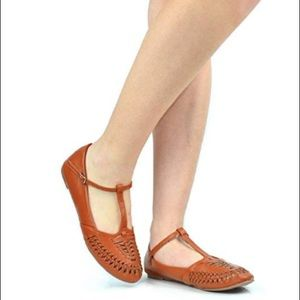 Brown retro style flat shoes